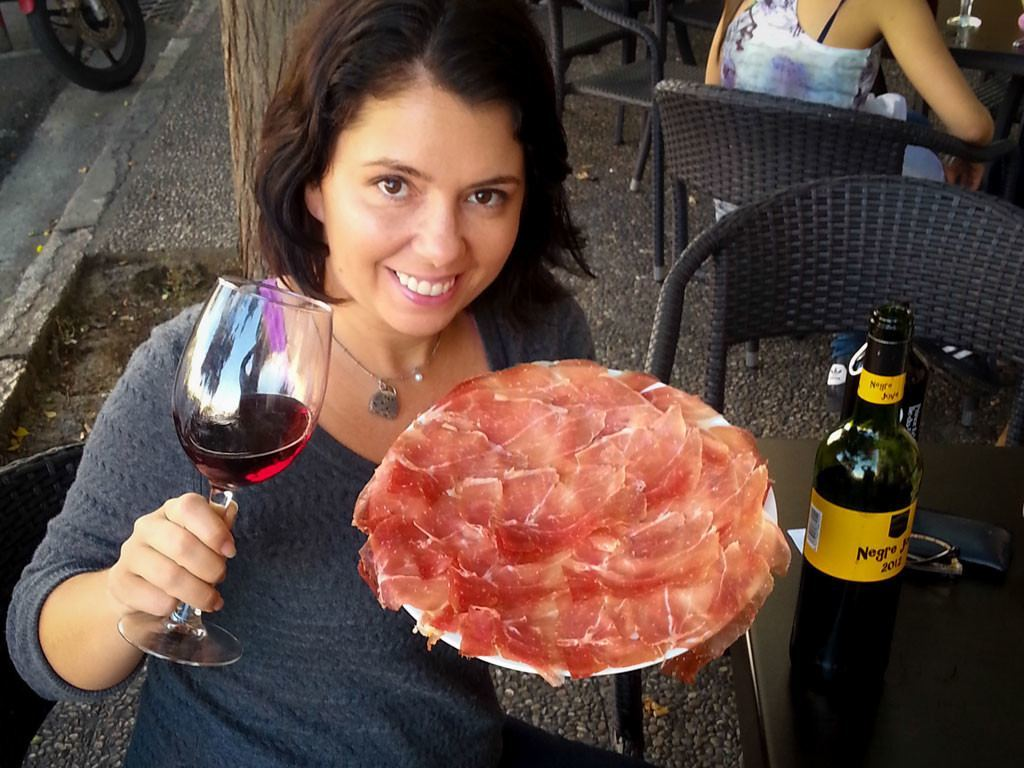 Ayngelina with jamon and wine