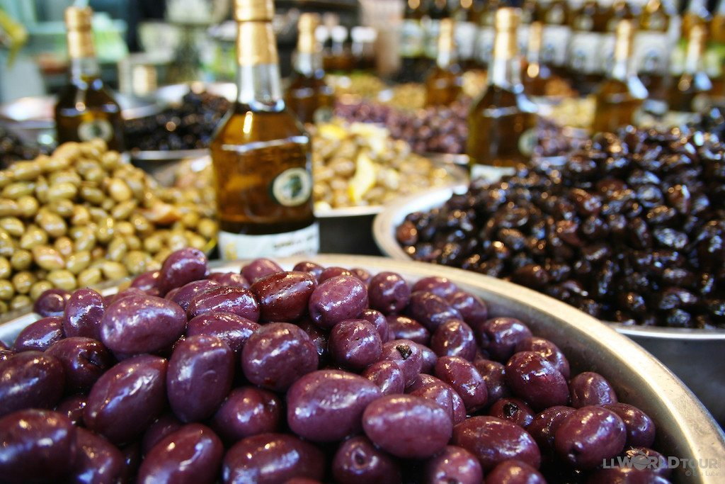 Market in Tel Aviv (photo by LLWorldTour) | TheCulinaryTravelGuide.com