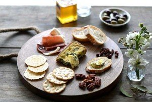 How to Create a Beautiful Cheese Platter