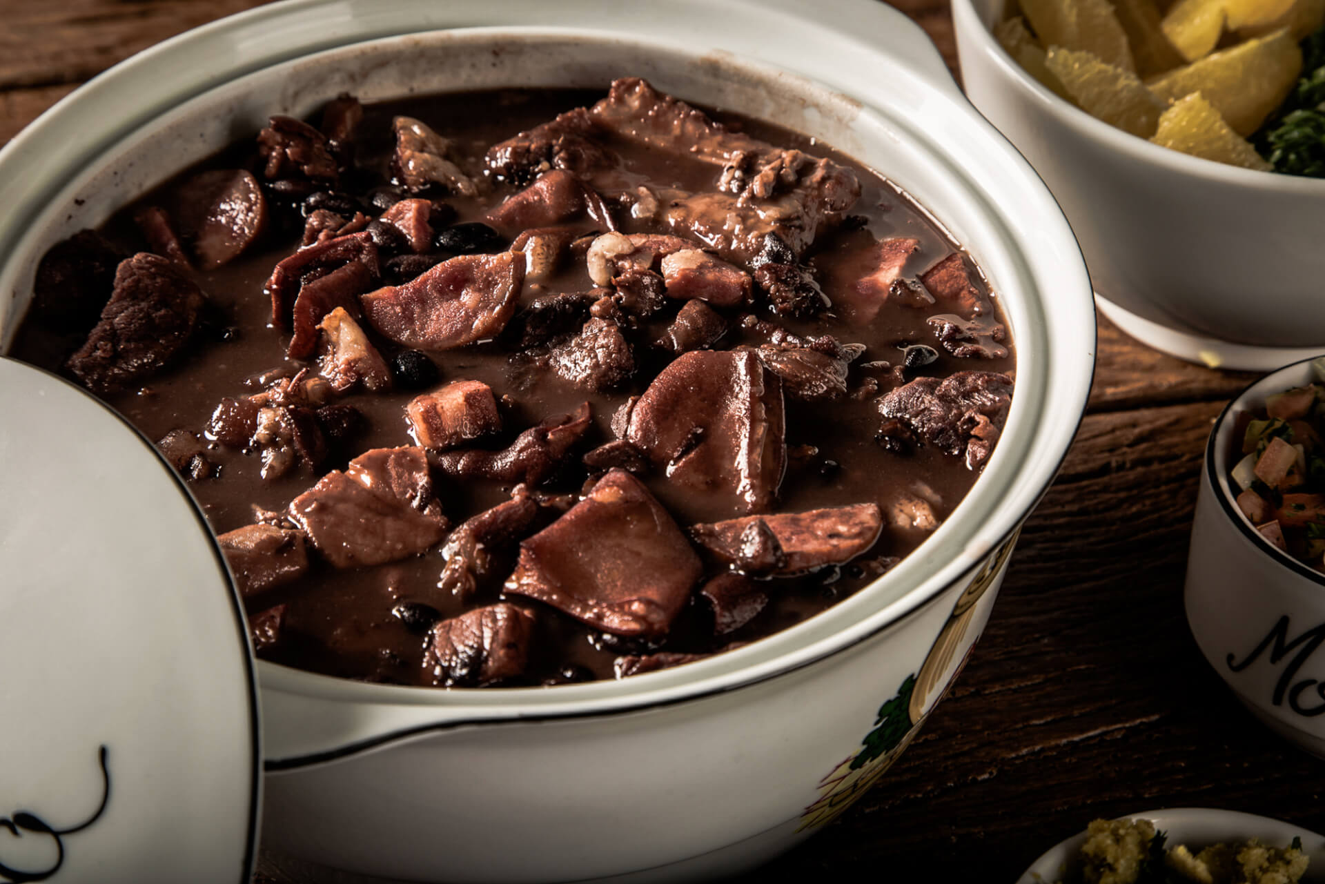 Popular Brazilian foods: Feijoada