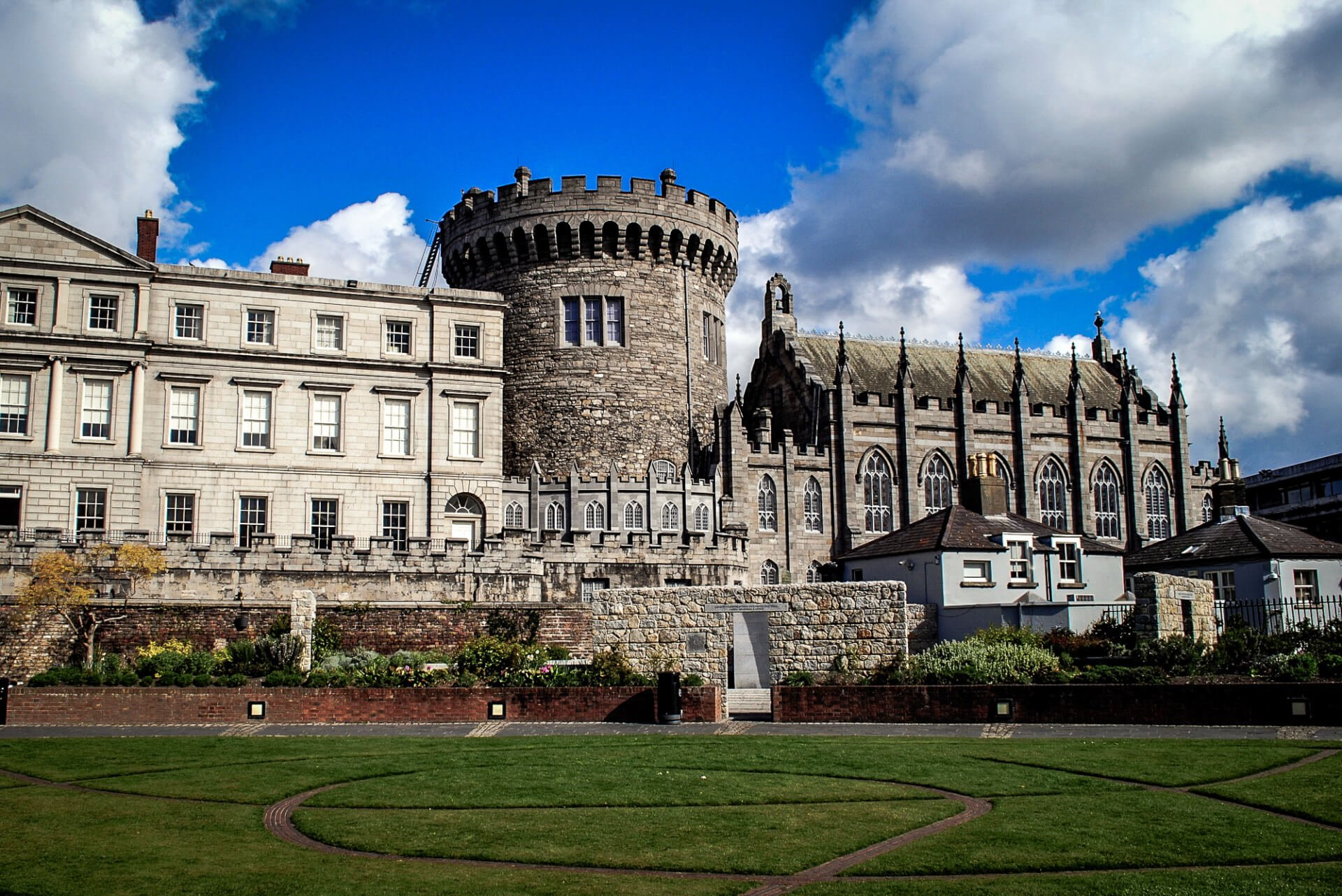 2 Days in Dublin: Dublin Castle on sunny day with green grass in foreground